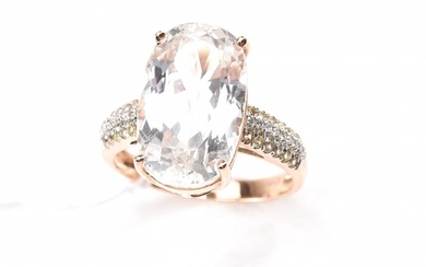 A KUNZITE AND DIAMOND RING IN 18CT ROSE GOLD, RING SIZE N, 4.9GMS