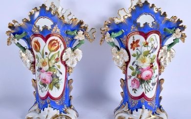 A LARGE PAIR OF ENGLISH PORCELAIN VASES. 30.5 cm high.