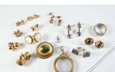 A QUANTITY OF JEWELLERY including a diamond and white cluste...