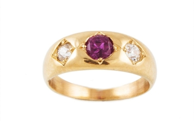 A RUBY AND DIAMOND GRADUATED BAND RING, with ruby of approx ...