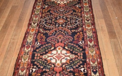 A SOLID & DURABLE PERSIAN MEHRABAN HALL RUNNER. 100% WOOL. DENSE PILE. GALLERY INVENTORY. IN EXCELLENT CONDITION. HAND-KNOTTED VILLA...