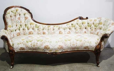A VICTORIAN WALNUT CHAISE LONGUE