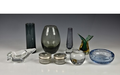 A collection of vintage mid-century glass vases, to include ...