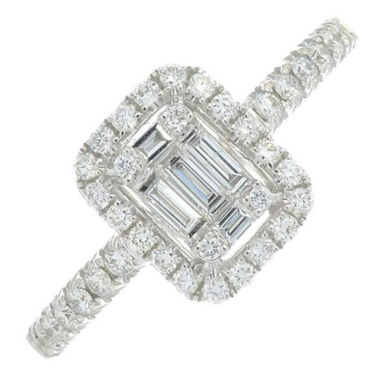 A diamond cluster ring.Total diamond weight 0.47ct
