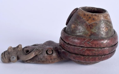 AN UNUSUAL SOUTH AMERICAN TRIBAL POTTERY PIPE. 12 cm
