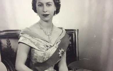 H.M.Queen Elizabeth II, fine signed 1952 Royal presentation portrait photograph of the young Queen taken in the first year of her reign by Dorothy Wilding , signed in ink on mount ' Elizabeth R 195...