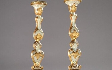 Pair of gilt carved wooden picks with grey rechampi, 18th century. (slits)