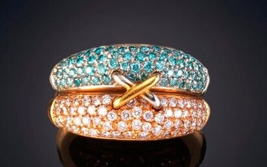 RING TWO INTERLOCKING RINGS OF EXTRA QUALITY BLUE AND WHITE DIAMONDS. Frame in pink and white 19k gold. Output: 900,00 Euros. (149.747 Ptas.)
