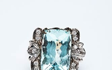 RING WITH AQUAMARINE Handcrafted ring made in Italy in the...