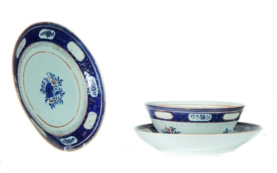 THREE PIECES OF CHINESE EXPORT PORCELAIN.