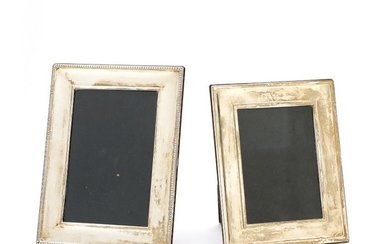 Two English sterling silver frames. Carr's of Sheffield Ltd, Sheffield 2003 and Ari D Norman, Sheffield 2000. H. 18 and 20 cm. W. 14 and 15 cm. (2)