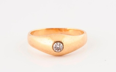 Yellow gold (750) ring set with a brilliant-cut diamond in a closed setting.