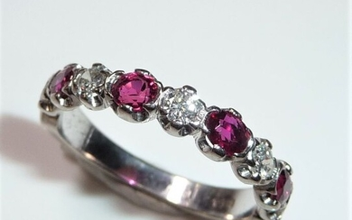 18 kt. White gold - Ring, Half-Eternity - 0.80 ct Rubies, 0.25 ct. Diamonds / brilliant cut