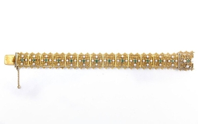 18th C. BRACELET in 18K yellow gold composed of a succession of square geometrical patterns retaining an emerald and four white pearls (untested) (missing 8 pearls). Length: 21 cm. Gross weight : 54.26 gr. A gold, emerald and pearl bracelet.