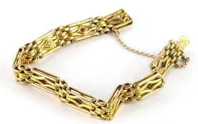 A 9ct gold gate bracelet, circa 15g.