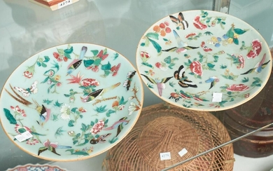 A PAIR OF FINE SIGNED EARLY 19TH CENTURY CHINESE PORCELAIN FAMILLE ROSE ENAMELLED PLATES WITH FLOWER AND BIRD DECORATIONS