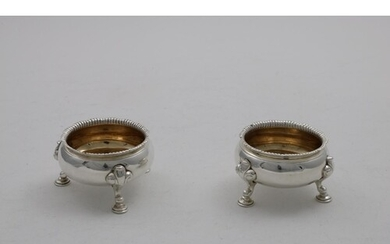 A PAIR OF GEORGE IV SQUAT CIRCULAR SALTS on three legs with ...