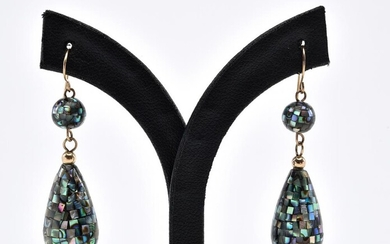 A PAIR OF MOTHER OF PEARL AND PAUA SHELL DROP EARRINGS IN 10CT GOLD