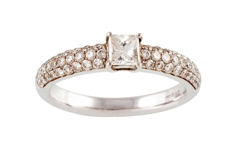 A PRINCESS CUT DIAMOND SOLITAIRE RING, with solitaire diamon...