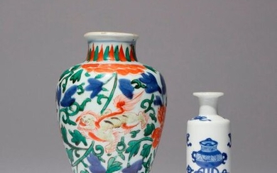 A SMALL CHINESE WUCAI VASE AND A SMALL BLUE AND...