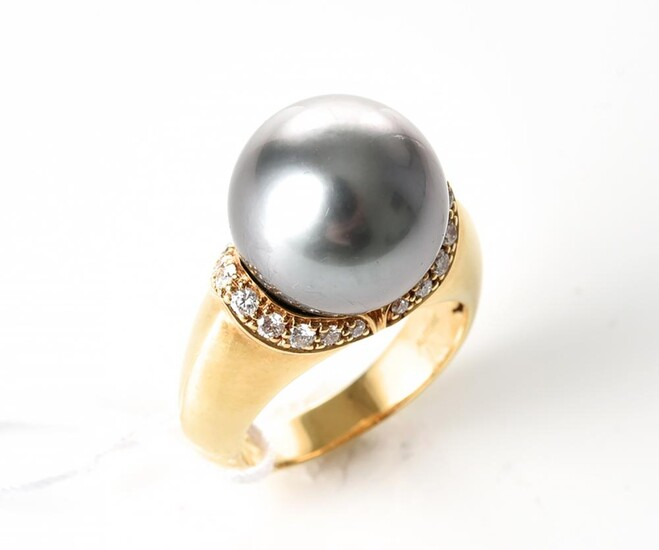 A TAHITIAN PEARL AND DIAMOND DRESS RING IN 18CT GOLD BY AUTORE, FEATURING A ROUND PEARL OF 13MM WITHIN DIAMOND SURROUND TOTALLING 0....