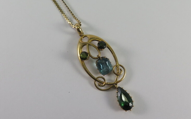 A TOURMALINE AND 15ct GOLD PENDANT AND CHAIN
