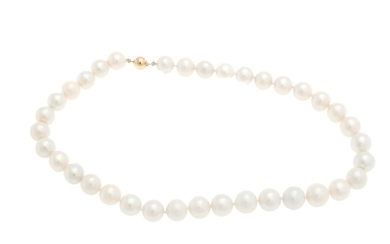A pearl necklace of numerous cultured freshwater pearls and a clasp of 14k gold. Pearl diam. app. 11.1–12.8 mm. L. app. 45 cm.
