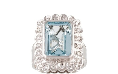 AN AQUAMARINE AND DIAMOND CLUSTER RING, mounted in 18ct whit...