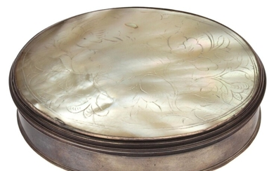AN OVAL SNUFF BOX WITH MOTHER OF PEARL LID 19TH C