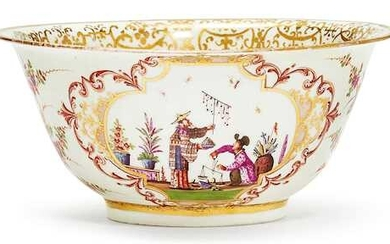 BOWL WITH CHINOISERIE DECORATION