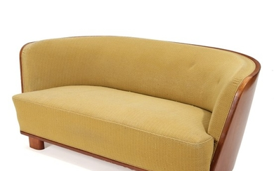 Danish cabinetmaker: Curved sofa with mahogany frame, upholstered with yellow fabric. Presumably manufactured by Søren Willadsen. 1930–40s. L. 190 cm.