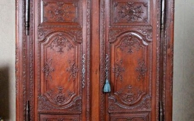 Large and beautiful oak cabinet richly carved with foliage scrolls, pomegranates and rockery motifs. It opens with two sales windows and a drawer in the lower part. Partly from the Regency period. (Restorations parts redone and accidents) H : 218 x : W...