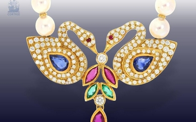 Necklace/necklace: very fine necklace with pearls, sapphires, rubies, emeralds and rich diamond setting, probably Patek Philippe Geneva around 1980, from former aristocratic property