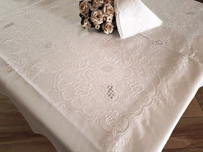 Spectacular!! tablecloth x 12 (including 12 linen napkins) in 100% pure linen with embroidery - Linen - AFTER 2000