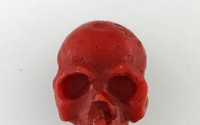 Vanity in chiselled coral, L 2,5cm, Weight: 7,67g...