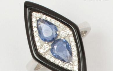 """White gold """"Diamond"""" ring, adorned with pear-shaped sapphires cut in briolette in a double surround of brilliant-cut diamonds and onyx. Finger size: 52. P. Rough: 4.4g."""