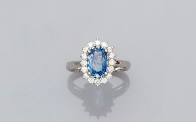 White gold ring, 750 MM, centered on an oval sapphire weighing 1.60 carat in a row of brilliants, total about 0.50 carat, 14 x 11 mm, size: 52, weight: 4.45gr. gross.