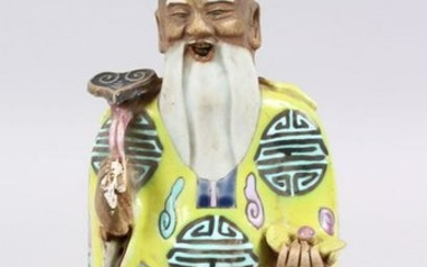 A 18TH CENTURY CHINESE FAMILLE ROSE PORCELAIN FIGURE OF