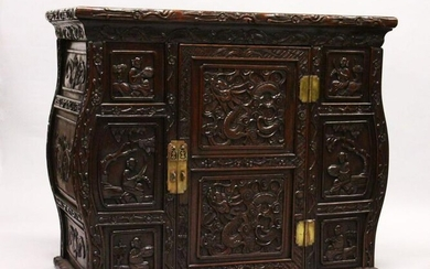 A GOOD 19TH CENTURY CHINESE CARVED HARDWOOD / HONGMU