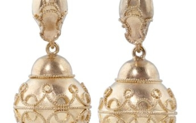 A PAIR OF VICTORIAN GOLD PENDANT EARRINGS, C1870 the filigre...