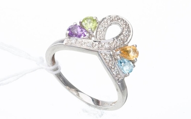 A TOPAZ, AMETHYST, PERIDOT, CITRINE AND DIAMOND DRESS RING IN 10CT WHITE GOLD, RING SIZE N, 2.9GMS