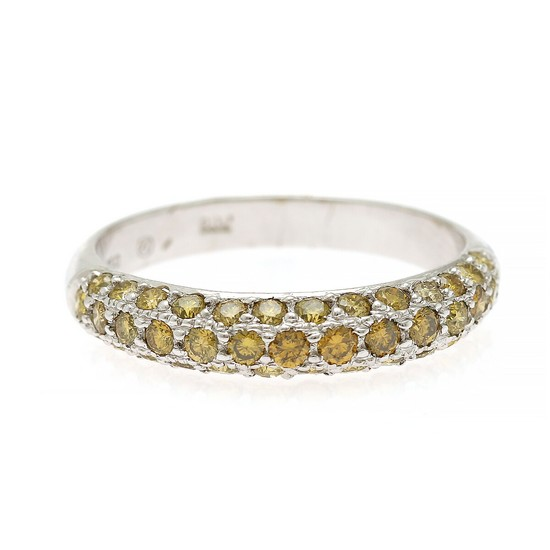A diamond ring set with numerous yellow brilliant-cut diamonds, totalling app. 0.90 ct., mounted in 18k white gold. W. 4.2 mm. Size 58.