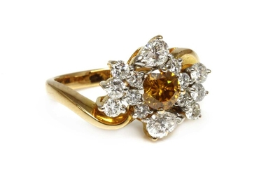 A gold diamond cluster crossover ring