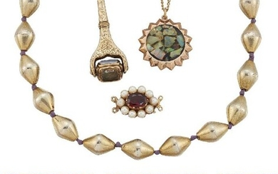 A group of jewellery, comprising: a 9ct...