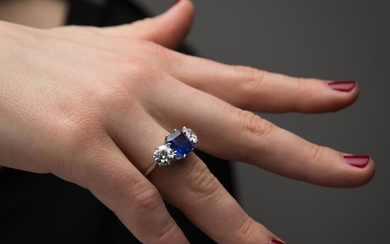 BAGUE RIVIERE SAPHIR DIAMANTS A 4,56 carats sapphire, diamond and gold ring.