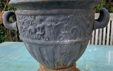 Heavy jardinière with Romain's appearance - lead color