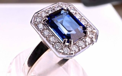 High Jewelry. Ring, set with an Exceptional Transparent Sapphire for 3.07 carats and 18 high quality natural diamonds of 0.54 carats. 18 kt white gold. Size 55 modifiable on request. Gross weight: 5.69 grams. Unique piece. With its case and its...