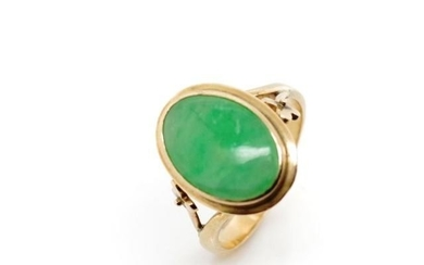 Jade and rose gold ring rubbed marks. Approx weight 4.6 gram...