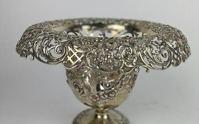 LARGE AMERICAN STERLING SILVER PIERCED CENTERPIECE