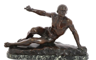 """Luca MADRASSI Paris (1848-1919) - """"Wounded warrior"""", bronze subject with brown patina, on a marble base. H 22.5 x W 34 cm"""